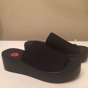 Bebe womens black stretch sandals size 10